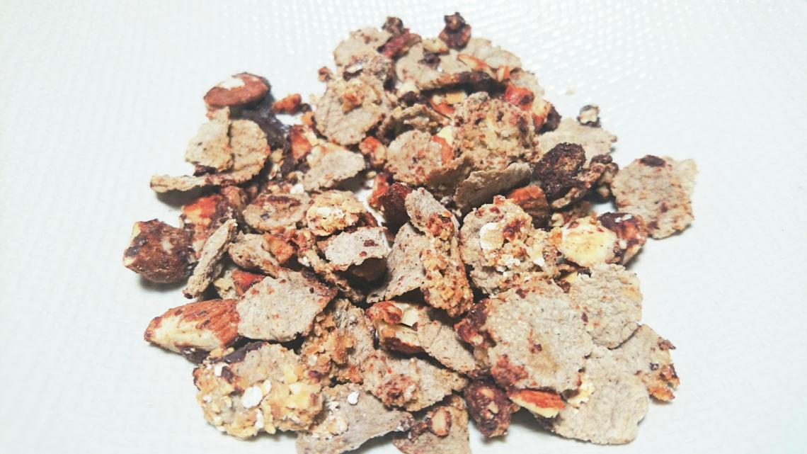 mueslis-amandes-chocolat-flocons-et-flakes-une-poignee-2-cuilleres-sirop-erable