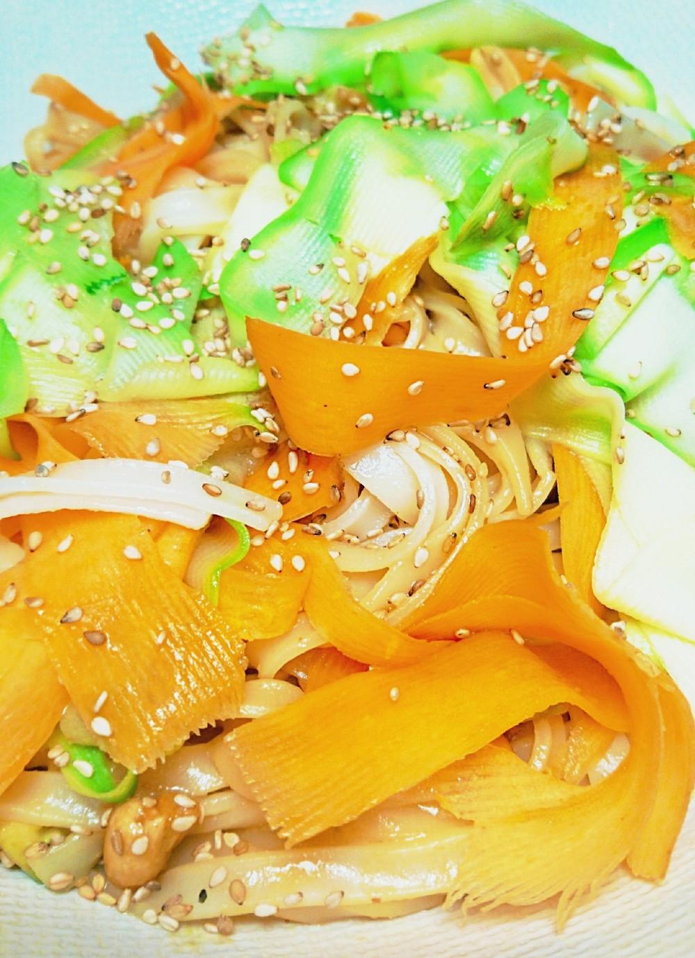 pâtes de riz: courgette:carotte à l'asiat