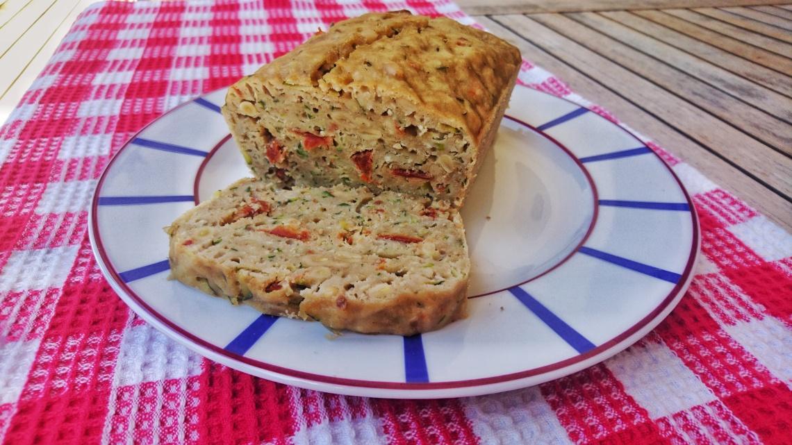 cake courgettes, tomates séchées, pignons.jpeg