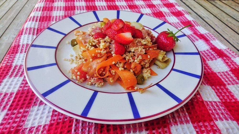 salade colorée de millet ( fraises etc)