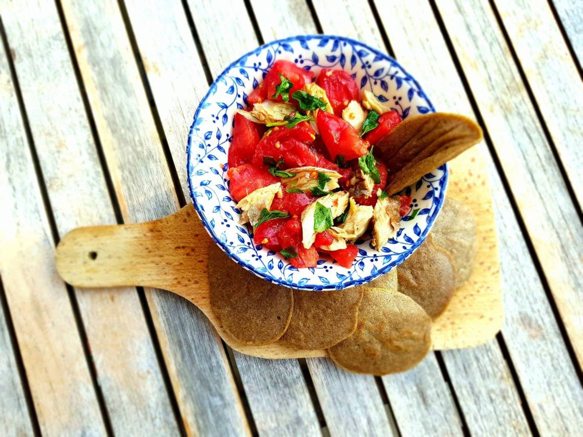 maquereaux tomates basilic et galettes de sarrasin ( 1 càs huile arachide, 4 càs farine de s, 10 càs eau, 1 pincée bicarb, 1 pincée sel) .jpg