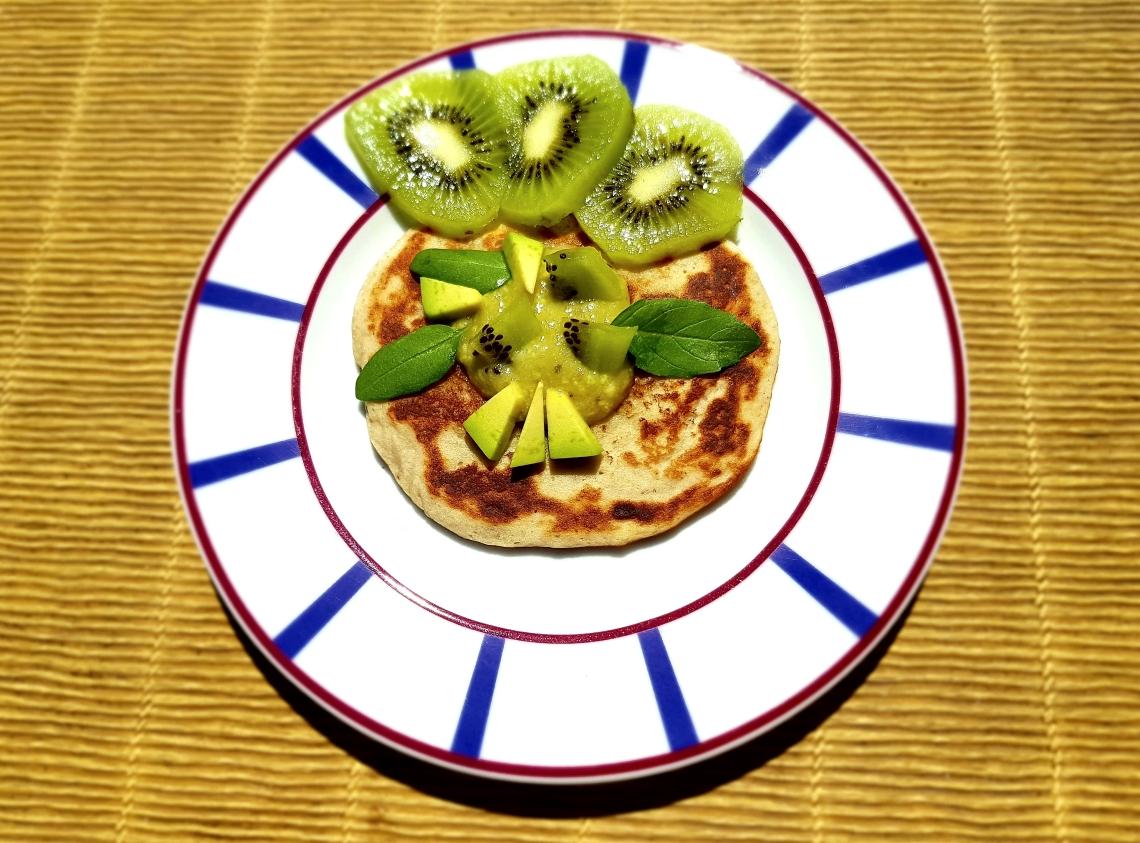 pancakes guacamole sucré, kiwi, avocat, basilic