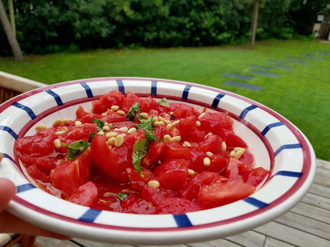 salade de tomates basilic pignons.jpg